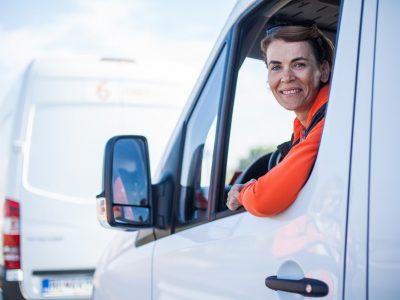 Aby kuriéri jazdili nielen rýchlo, ale aj bezpečne a ekologicky