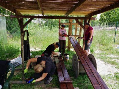 Zamestnanci VÚB opäť pomôžu komunitám v ich okolí
