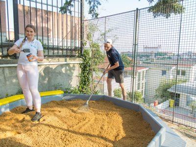 Zamestnanci z YIT pomáhali pri rekonštrukcii Škôlky od srdca