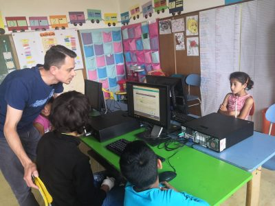 Vďaka programu Skills to Succeed 2019 rozvíjajú digitálne zručnosti u detí z marginalizovaných rómskych komunít