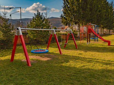 Nadácia COOP Jednota podporila ďalší lokálny projekt, žiaci z Diviackej Novej Vsi sa tešia z detského ihriska