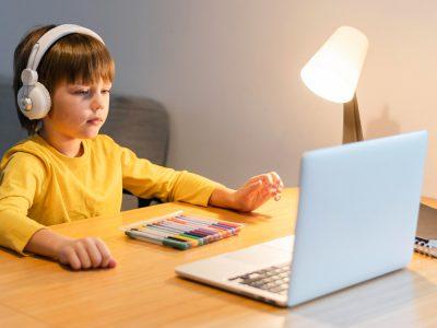 Nadačný fond Telekom podporí deti pri dištančnom vyučovaní