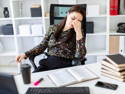 Ľudia sa vzďaľujú a pociťujú online únavu. Ako im môžu pomôcť zamestnávatelia?