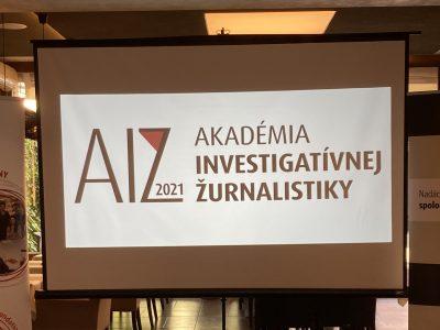Prvý ročník Akadémie investigatívnej žurnalistiky ponúkol vzdelávanie desiatim novinárom
